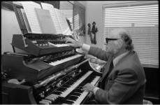 13509 Bernard Drukker, organist en pianobegeleider.