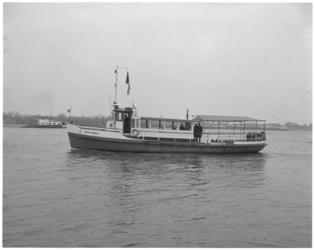 13660 Veerbootje van Slikkerveer naar Kinderdijk.