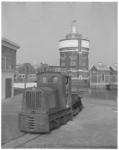 13663 Oude werklocomotief op het DWL-terrein Kralingen met op de achtergrond de watertoren.