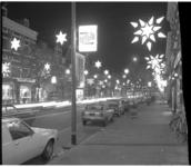 13786 Kerstverlichting op de Noorderboulevard (Zwart Janstraat) in het Oude Noorden.
