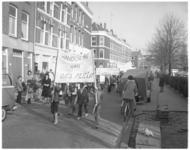 13818 Demonstratie in de Vredenoordbuurt voor het behoud van speelruimte aan de Blaardorpstraat.