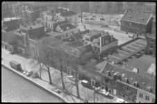 1390-1 Luchtopname van de noordzijde van de Zalmhaven met rechts verkeer op het Vasteland en bebouwing Schiedamsesingel.
