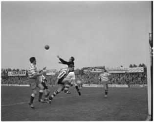 143-1 Spelmoment in de voetbalwedstrijd Sparta-Xerxes.