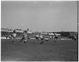 143-2 Spelmoment in de voetbalwedstrijd Sparta-Xerxes.