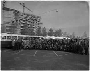 1467 Na twee dagen op de Wereldtentoonstelling in Brussel te hebben rondgezworven, arriveren 170 leerlingen van de ...