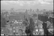1475-1 Panorama vanaf de RVS-flat aan de Beukelsdijk richting centrum met vooronder het G.W.Burgerplein, rechts de ...