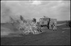 1510 Nieuwe brandweerwagens voor vliegveld Zestienhoven worden gedemonstreerd.