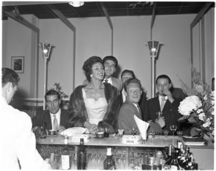 1580-2 Sfeerplaat uit jazzclub De Molenwiek van Ab de Molenaar aan de Westblaak na de opening.