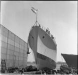 16 Tewaterlating onderzeebootjager Overijssel op de scheepswerf van Wilton-Feijenoord.