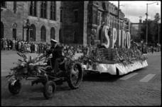 1739 Praalwagen van de Spido op de Coolsingel tijdens het 30ste bloemencorso.