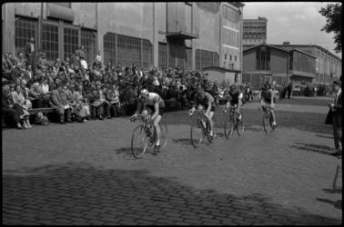 1745 Ronde van Katendrecht op de Veerlaan.