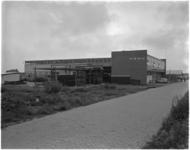 1771-2 Nieuwe bedrijfspand van metaalconstructiebedrijf Tans N.V. aan de Parallelweg in Krimpen aan den IJssel.