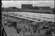 1779-1 Nieuwe centrummarkt aan de Binnenrotte langs het spoorviaduct en voor het Flevogebouw open