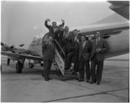1791 Leden van Dutch Swing College Band vliegen vanaf vliegveld Zestienhoven.