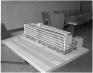 1792 Maquette van kantoorgebouw Wereldhaven aan de Westblaak.
