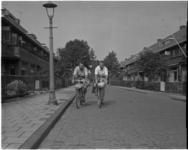 1803 Ries en Piet Teekens uit de Lijsterbesstraat op de fiets naar Turkije.