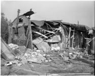1809-2 Schade als gevolg van zware ontploffing in het Engelse transitkamp bij de Berghaven in Hoek van Holland.