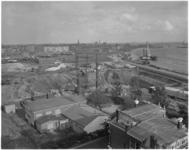 1810-2 De aanleg van de Boerengatsluis bij de Oostmolenwerf. Foto richting Kralingen-Oost met rechts de toekomstige ...