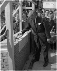1813-2 Gedenksteen gelegd door dr. J.P. Backx in nieuwe schoolgebouw Havenvakschool aan de Waalhaven.