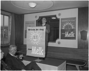 1860-1 Campagne Nederlands Zuivelbureau voor melk in tentoonstelling 'In Zuivelland' op het Zuidplein.