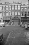 1884 (Oude) Binnenweg met o.a. zuivelwinkel S.J.van Vliet, winkel Mayflower (r.) en links de Wolbaal.