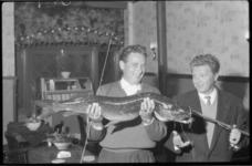 1894 Grote snoek bij viswedstrijd.