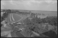 1920-1 Uitzicht vanaf de Kralingerhoutflat over de Kralingse Plaslaan, links Julianalaan en richting Kortekade.