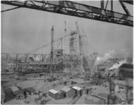 1936-1 Plaatsing loopkraan van Krupp door de bokken van Tak Bergingsbedrijf.