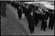1947-1 Begrafenis dr. F.C. Gerretson oud-hoogleraar en dichter, op de algemene begraafplaats Crooswijk.