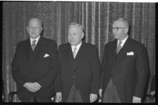 1959 Drie heren tijdens receptie.