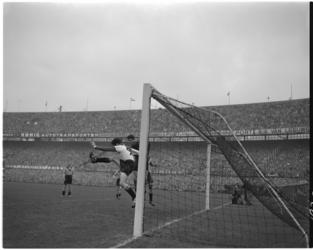 197 Spelmoment uit de voetbalwedstrijd Feyenoord - VVV.