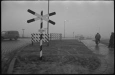 1975 Op de Vondelingenweg is een bromfietser aangereden door een olietrein.