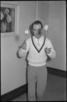 1983 Billy Panama trekt zijn jojo omhoog temidden van publiek.