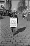 20010-78-28 Charley de sandwichman (Nicolaas Johannes Jacobus Morelis) maakt op de Coolsingel reclame voor nachtclub ...