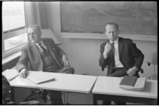 20010-94-39 Persconferentie met hoofdinspecteur C.M.J. van der Weijden en inspecteur J.A. Blaauw (r.) naar aanleiding ...