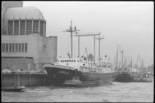 20011-89-7 Nieuw weerschip Cumulus aan de Parkkade, links ventilatiegebouw Maastunnel.
