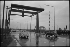 20012-65-9 Verkeer op brug Kanaal door Voorne (Voornse Kanaal).