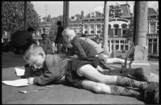 20012-79-32 Tekenwedstrijd voor kinderen op het Pijnackerplein, georganiseerd door het Christelijke Jonge Mannen ...