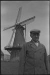 20012-8-10 Molenaar H. W. van der Wilt voor korenmolen De Hoop in Rozenburg.