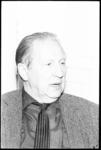 20013-69-33 Portret van Alexander Nederveen (Alex de Haas), conferencier en cabaretier.