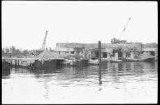20014-73b-29 De duikbootbasis Waalhaven van de Onderzeebootdienst wordt gesloopt.