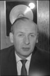 20015-63-11 Portret drs. Willy Hoffman, theaterproducent en directeur van de Dienst Gemeentelijke Kunstgebouwen.