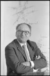 20015-85-7 Portret van Jacob Berend (Jaap) Bakema architect en mede-naamgever van het bureau Van den Broek en Bakema.
