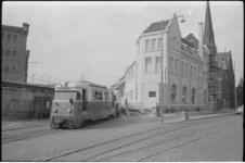 20016-31-39 RTM-station Rosestraat in Feijenoord met op de achtergrond Stieltjespleinkerk.