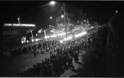 20016-47-42 Vlootdagen op de Parkkade met verlichte marineschepen en een taptoe door de Marinierskapel.