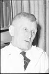 20019-42-41 Portret van dokter Jetze G. Bosma, voorzitter van de Raad voor Lichamelijke Opvoeding en huisarts met ...