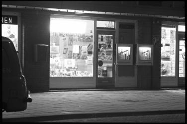 20019-66-19 Onopgeloste moord Brekelsveld boven deze sigarenwinkel op mevrouw B. A. van Hoff en haar zoontje Marcel in ...