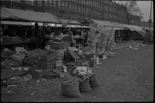 20019-85d-44 De markt aan de Maashaven Oz. moet verhuizen naar het Afrikaanderplein en de Pretorialaan in verband met ...