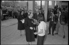 20021-1-29 Burgemeester G.E. van Walsum ontvangt prinses Beatrix in verband met haar bezoek aan de nationale jeugddag ...