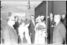 20022-15-3 Koningin Juliana opent een tentoonstelling over Japan op schip Sakura-Maru, gelegen aan de Parkkade. Vierde ...